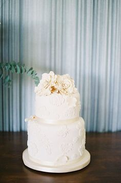 Lace-inspired wedding cake captured by Byron Loves Fawn
