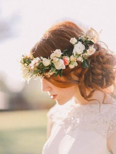 Свадебный венок из живых цветов