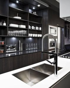 Kitchen Design: sexy, masculine kitchen in dark woods. // Diseño de Cocina: Cocina sexy y super masculina en maderas oscuras. Modern Kitchen Design, Interior Design Kitchen, Modern Interior Design, Home Interior, Stylish Kitchen, Modern Interiors, Contemporary Interior, Luxury Interior, Küchen Design