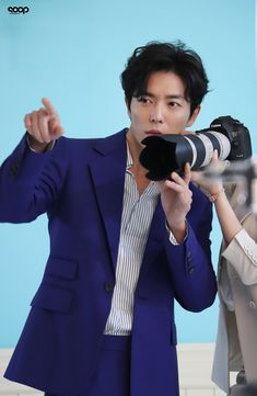 Take a look at Kim Jae Wook behind the scenes of the poster shoot for 'Her Private Life' | Koogle TV