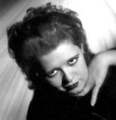 Bow100 - Clara Bow - Silent Movie Star - More at http://cine-mania.it