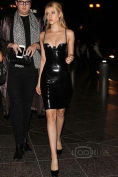 Nicola Peltz wears same latex dress as Kim Kardashian at Skyspace launch Sexy Latex, Edgy Outfits, Fashion Outfits, Nicola Peltz, Latex Dress, Celebrity Look, Celebrity Beauty, Belleza Natural, Skin Tight