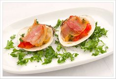 Known as The Feast of the Seven Fishes, a traditional Italian Christmas Eve dinner is a wonderful holiday feast to share with friends and loved ones - Italian heritage not required! Christmas Eve Dinner Menu, Clams Casino, Little Neck Clams, Italian Traditions, Italian Christmas, Menu Planning, Seafood, Bacon, Appetizers