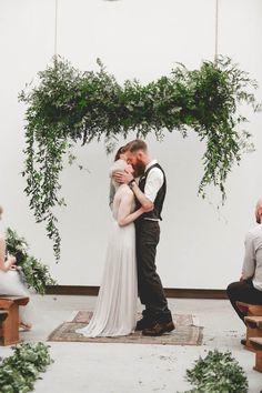 edgy minimalist wedding in a birmingham art gallery| photo: http://www.wearemattandjess.com