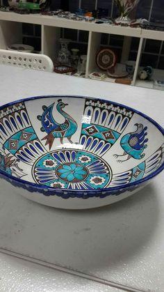 Turkish Tiles, Turkish Art, Porcelain Ceramics, Ceramic Plates, Traditional Tile, Painting Snow, Leaf Bowls, Glazed Tiles, Blue Pottery