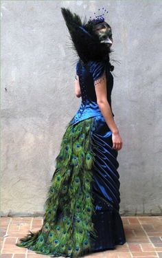 I really really really want a chance to wear a peacock costume at a masquerade! ANNA OSTERWALD, costume designer and seamstress. Victorian Peacock costume is Awesome! Peacock Costume, Peacock Dress, Mode Steampunk, Steampunk Fashion, Steampunk Wedding, Steampunk Dress, Gothic Steampunk, Cool Costumes, Halloween Costumes
