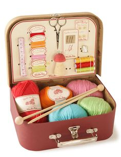 knitting travel kit, pinned this because I like the colour combinations of the wool.