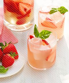 Chandon Strawberries and Rosé Cocktail Recipe - DuJour Domaine Chandon, Dessert Drinks, Desserts, Rose Cocktail, Best Cocktail Recipes, Refreshing Cocktails, Craft Cocktails, Napa Valley, Fine Dining