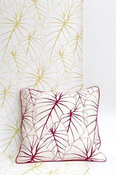 Papier-peint vinyle encollable motif floral jaune.
