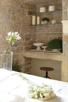 Fotos de una casa de campo de estilo moderno. Magnífica casa de campo de paredes de piedra