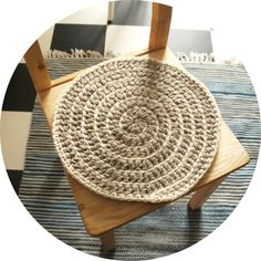 Spiral Crochet, Diy And Crafts, Arts And Crafts, Straw Bag, Beach Mat, Sweet Home, Outdoor Blanket, Cushions, Textiles