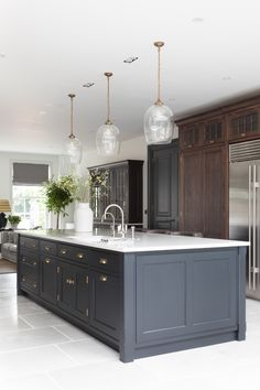 Lights for Above kitchen table Painted Kitchen Island, Black Kitchen Island, Kitchen Island Decor, Kitchen Islands, Black Kitchen Tables, Kitchen Table Light, Open Plan Kitchen Dining Living, Living Room Kitchen, New Kitchen