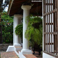 Salones internos de la Casa de la Hacienda sirven de áreas de exposición.