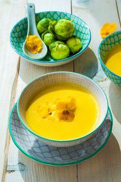 krémová polievka z ružičkokvého kelu Gazpacho, Tzatziki, Cake Pops, Fondue, Thai Red Curry, Cantaloupe, Fruit, Ethnic Recipes, Cakepops
