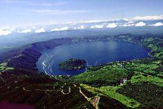 Lago de Güija, ubicado entre dos paises: El Salvador y Guatemala