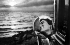 "ELLIOTT ERWITT ""Beso"" California, 1955-  MIA"