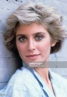 Helen Slater. Blue eyeliner complements green eyes