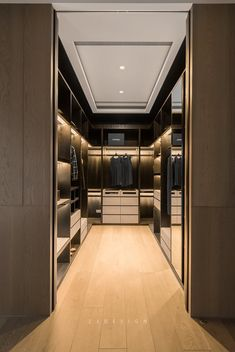 44 walk in closet designs for dream luxury homes 25 Walk In Closet Design, Bedroom Closet Design, Master Bedroom Closet, Closet Designs, Modern Master Bedroom, Garderobe Design, Dressing Room Design, Dressing Rooms, Wardrobe Room