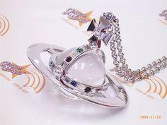 ヴィヴィアンウエストウッド    ジャイアントオーブ ペンダント  Vivienne Westwood World's End Glass Giant Orb Pendant    ヴィヴィアン・ウエストウッド ワールズエンドよりお取り寄せ  オーブの大きさ:縦6cm x 直径8cm    チェーンの長さ:79cm    シルバーカラー