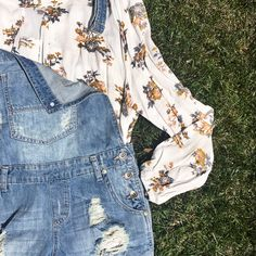 We LOVE our floral tunic paired under our denim shortalls #lushfashionlounge #cuteoutfit