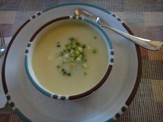 Creamy Vegan Vichyssoise with Potatoes and Leeks via @lettyskitchen