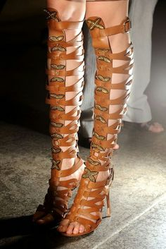 Like roman sandals but boots. Gotta have that heel