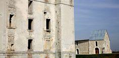 """Château de Maulnes à Cruzy-le-Châtel - I- HISTOIRE. 1) """"LA MOTTE DE MAULNES"""", 3: En 1414, elles détruisirent les châteaux du Tonnerrois, dont ceux et Tonnerre, Tanlay et Maulnes."""