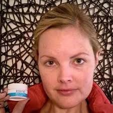 Does your eye cream really work? This is a Rodan + Fields consultant who used the multifunction eye cream on only one eye for 3 weeks. Rodan And Fields Redefine, Rodan Fields Skin Care, Redefine Regimen, Latina, Multifunction Eye Cream, Rodan And Fields Consultant, Independent Consultant, Executive Consultant, Under Eye Wrinkles