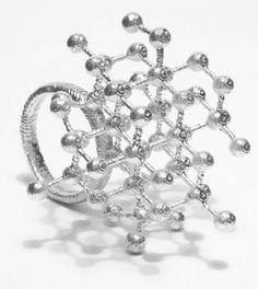 """MYIA BONNE-UK """"Los diseños contemporáneos de Myia Bonne destacan por la delicadeza y calidad de cada pieza. Su distintivo trabajo es definido por su precisión, su estilo geométrico """" by http://www.demilemonde.es/blog/?p=2949"""