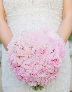 Want to create your own bridal bouquet? From single stem to blossoming bushel, just follow these simple instructions for a classic dome shaped wedding bouquet.