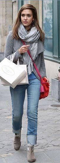 """Jessica Alba Photos - """"Sin City"""" actress Jessica Alba leaves the Meurice Hotel and goes shopping at Bonpoint on March 2012 in Paris, France. Jessica is in Paris to attend Paris Fashion Week. - Jessica Alba Shops at Bonpoint Jessica Alba Casual, Jessica Alba Style, Colour Combinations Fashion, Paris Shopping, Travel Clothes Women, Red Handbag, Grey Outfit, Red Bags, Up Girl"""