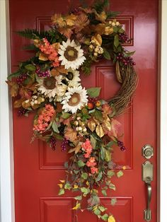 The cream sunflowers! Autumn Wreaths, Holiday Wreaths, Advent Wreaths, Vine Wreath, Deco Nature, Wreath Crafts, Wreath Ideas, Thanksgiving Decorations, Fall Decorations