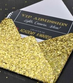 Make Life Lovely: Free Printable Oscar Party Invitations + DIY Gold Glitter Envelopes Hollywood Party, Hollywood Sweet 16, Hollywood Birthday Parties, Hollywood Night, Glamour Party, Oscar Party, Oscar Themed Parties, Star Wars Party, Filmstar Party