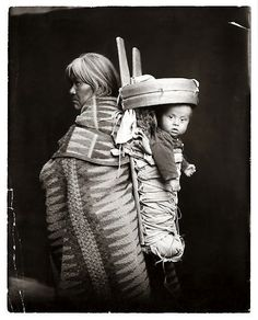 Native American woman with baby in cradleboard. William Pennington and Lisle Updike, traveled by wagon through Utah, New Mexico, Arizona and Colorado taking photos of the Native American population in the Native American Print, Native American Beauty, Native American Photos, Native American History, American Indians, American Art, Navajo Women, Portraits, Native Indian