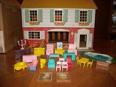Vintage Marx tin litho dollhouse, basic vintage dollhouse. .....Rick Maccione-Dollhouse Builder www.dollhousemansions.com