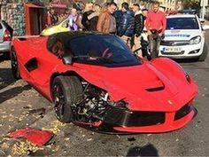 [AUTO FUN]  C'est arrivé il y a quelques jours, une #Ferrari qui se crash ! Plus de peur que de mal, aucun blessé n'est à déplorer. Il faudra juste passer au garage pour quelques réparations... #cars #automobile #voiture