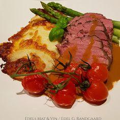 Edels Mat & Vin: Langtidsstekt mørbrad (8 timer på 50°C) med ostepoteter og peppersaus ♫ Nom Nom, Steak, Pork, Food And Drink, Beef, Stuffed Peppers, Vegetables, Meal, Wine
