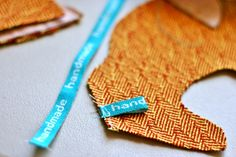 Weave your own personalized labels using weaving tablets and an inkle loom - this is an amazing how-to post!