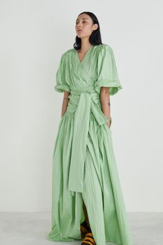 Rodebjer Resort 2020 Collection - Vogue are 70s Fashion, Fashion 2020, Fashion Show, Vintage Fashion, Fashion Tips, Fashion Design, Fashion Trends, Grunge Fashion, Winter Fashion
