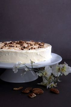 Traditional italian wedding cake you will totally love. Birthday Cake Low Carb Italian Cream Cake On White Cake Stand With Flowers The Daily Meal Keto Italian Cream Cake All Day Dream About Food Keto Dessert Easy, Easy Desserts, Keto Desserts, Italian Desserts, Italian Recipes, Ketogenic Recipes, Low Carb Recipes, Keto Foods, Ketogenic Diet