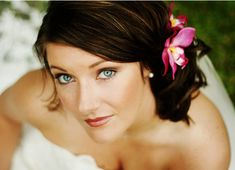 awesome beach wedding hair with beach wedding hairstyle with pink fresh tropical flower hairclip Beach Wedding Photos, Beach Wedding Hair, Wedding Hair Flowers, White Wedding Dresses, Flowers In Hair, Wedding Colors, Dress Wedding, Wedding Updo, Bride Dresses