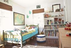 Love the simplicity of this room. I can picture my boys playing. :)