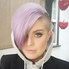 Kelly Osborne -  I just cant get tired of this color, LOVE IT