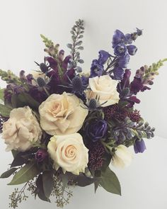 awesome vancouver florist Back at work with a new phone and loads of gorgeous blooms at my finger tips! Let the flower pictures commence!!! @sm_flowers #smflowers by @chandiasha  #vancouverflorist #vancouverflorist #vancouverwedding #vancouverweddingdosanddonts