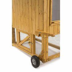 Der Manufactum Hühnerstall ist mobil, solide und äußerst durchdacht. Er richtet sich an private Halter und bietet Platz für bis zu fünf Hühner.