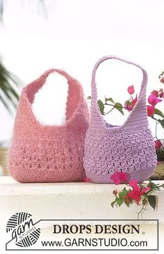 Discover thousands of images about Bolso de ganchillo DROPS en Muskat o Vienna ~ DROPS Design Crochet Purse Patterns, Crochet Tote, Crochet Handbags, Crochet Purses, Knit Or Crochet, Crochet Crafts, Bag Patterns, Crochet Quilt, Easy Crochet