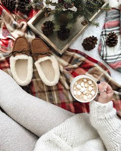 50 Ideas gifts for sister christmas winter Winter Christmas Gifts, Christmas Coffee, Christmas Mood, Christmas Quotes, Christmas Pictures, Christmas Flatlay, Christmas Nails, White Christmas, Christmas Tumblr