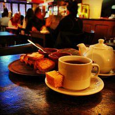 Desayuno en clásico café de Boedo.
