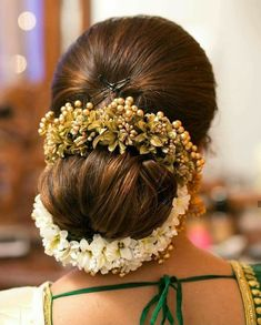 Image may contain: one or more people South Indian Hairstyle, South Indian Wedding Hairstyles, Bridal Hair Buns, Hair Pictures, Bridal Make Up, Bun Hairstyles, Flowers In Hair, Hair Goals, Indian Fashion