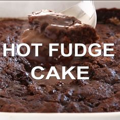 A thick layer of hot fudge underneath a layer of moist chocolate cake. The perfect base for a hot fudge sundae! Chocolate Fudge Pudding Recipe, Chocolate Recipes, Chocolate Frosting, Chocolate Cake Video, Chocolate Lava, Delicious Chocolate, Hot Desserts, Dessert Recipes, Quick Dessert